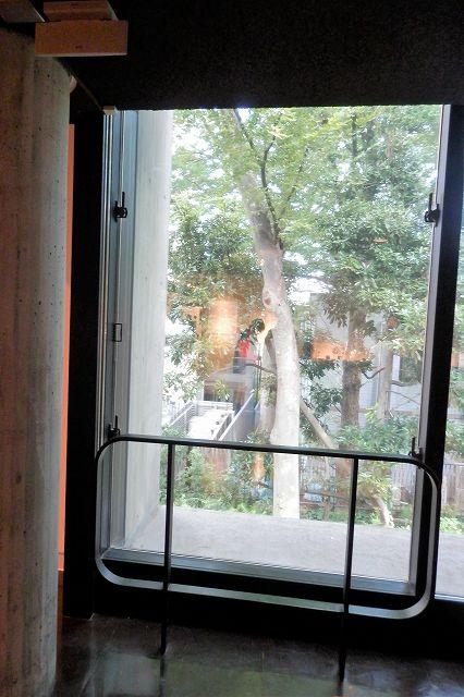 国立西洋美術館掃き出し窓