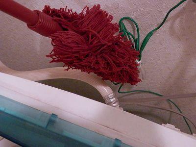 ダスキンモップで洗濯機の後ろ