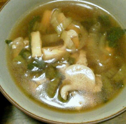 たもぎ茸とチンゲンサイの味噌汁