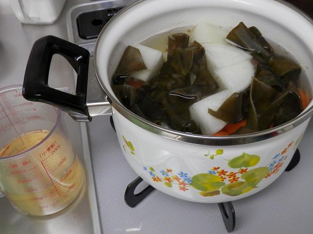 煮汁を汲み出したところ