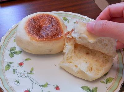 白パンを割ったところ