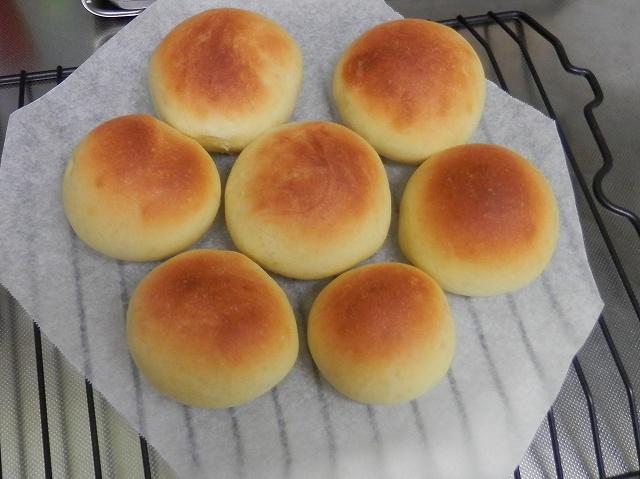 甘生地の丸パン焼き上がり