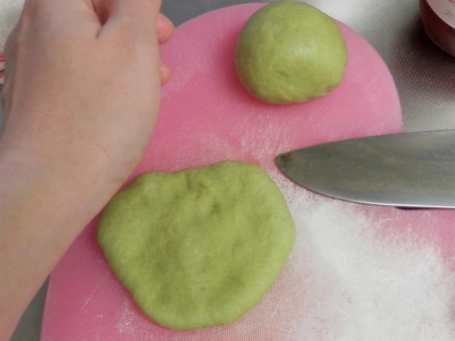 青りんごパン成形5