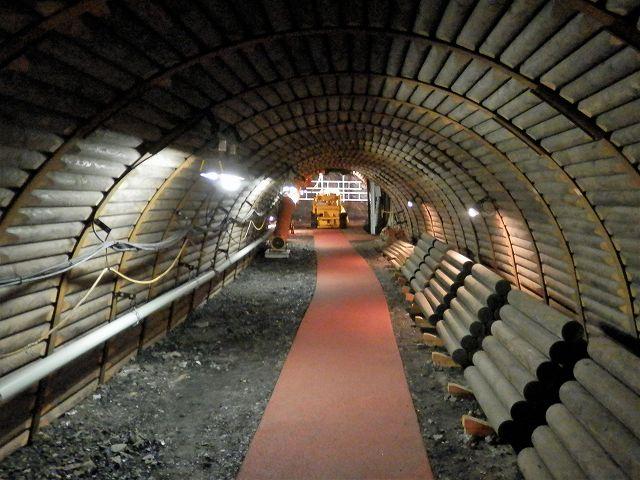 模擬坑道入り口