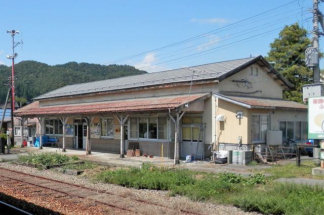 フラワー長井線・宮内駅