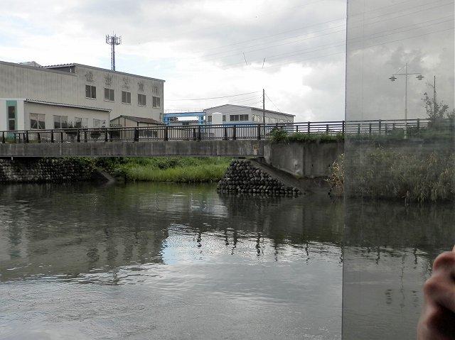 運河沿いの倉庫