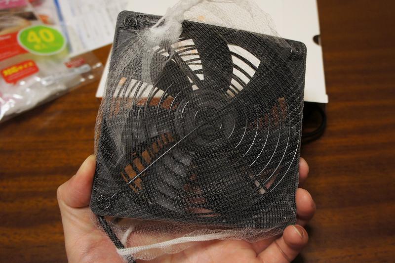 冷却ファンに水切りネットをかぶせたところ