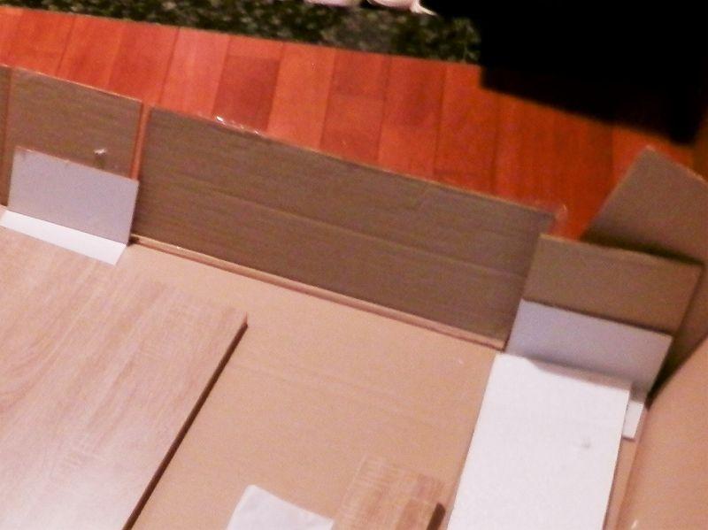 3連本棚の梱包内の板