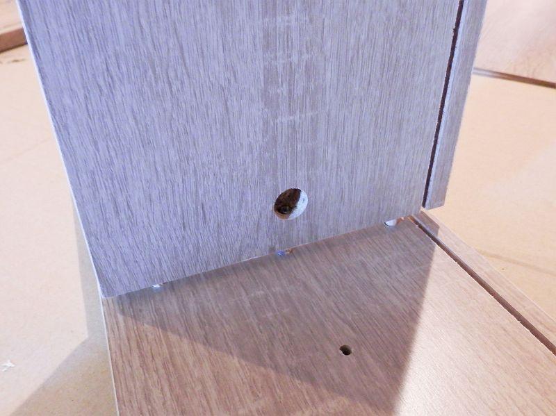 側板と固定棚板がはまったところ(3連本棚)