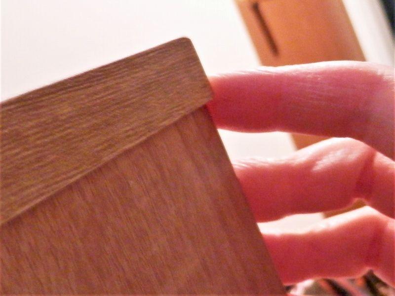 ネジ締め中の注意事項(3連本棚)