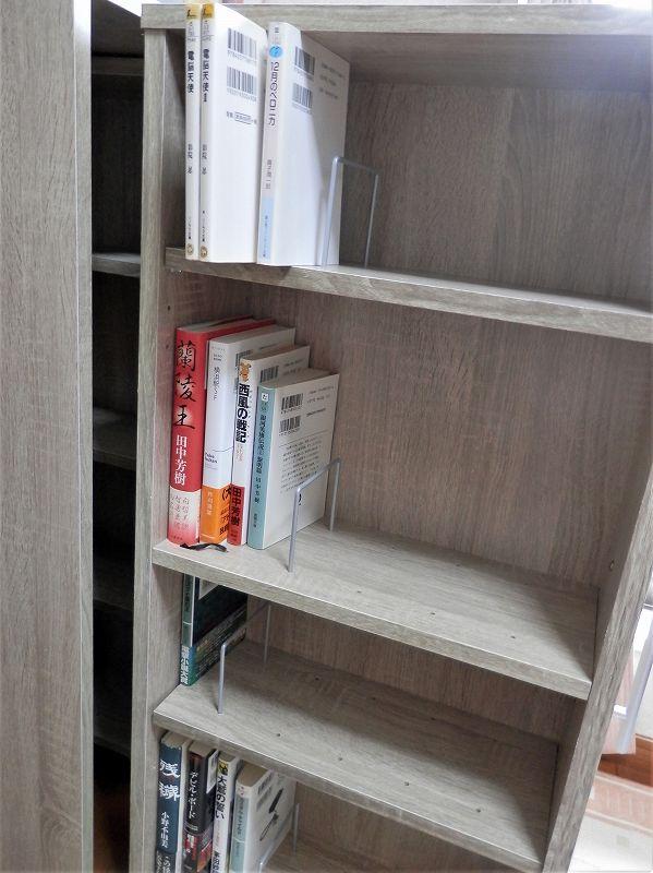 上側、棚板上段、小説(3連本棚)