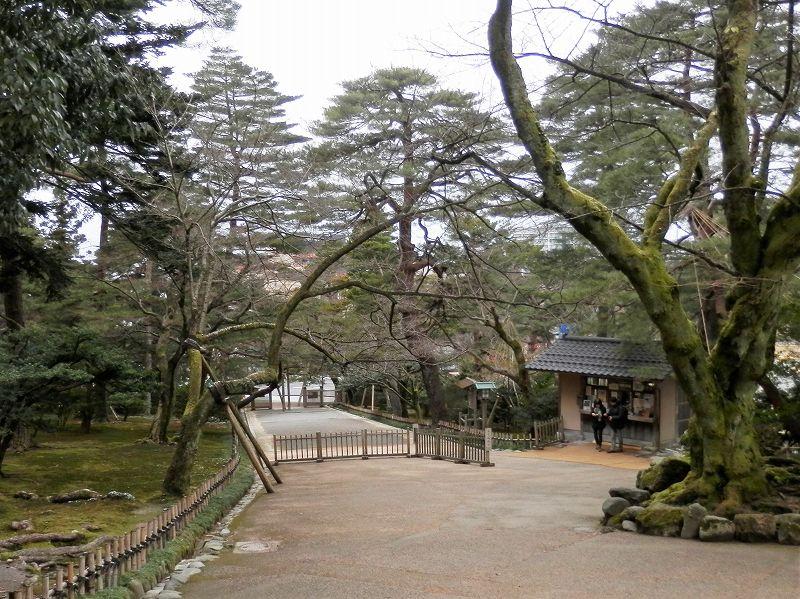 兼六園の真弓坂入口(内側から)