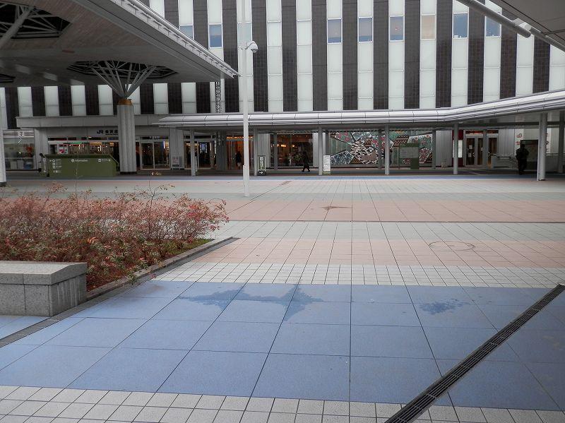 金沢駅西口の足元ブロック