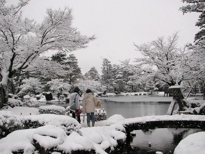 雪の兼六園(ことじ灯籠)